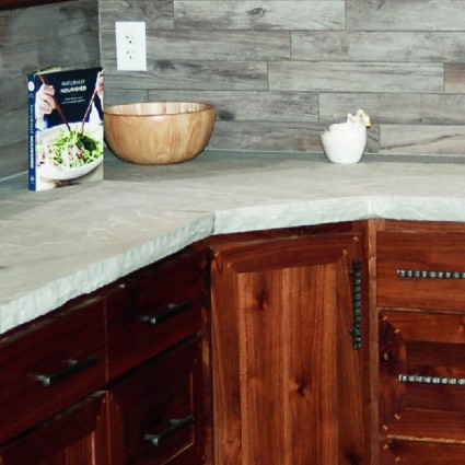COUNTERTOP - 'Classicstone' Promenade - Natural Sandstone with a Cleft Finish & Chiselled Edge
